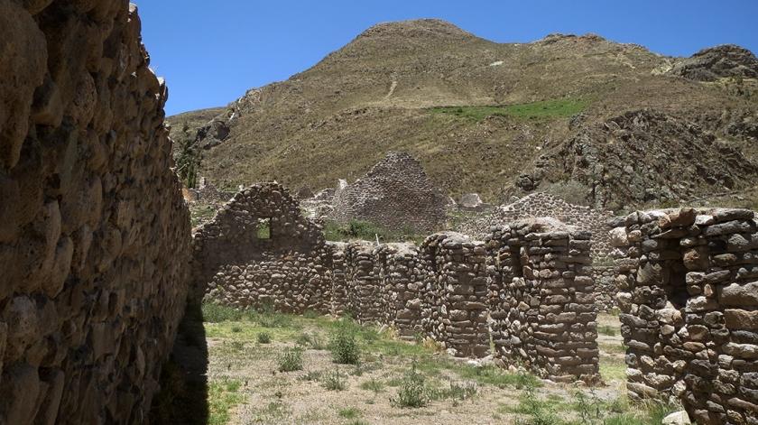 Muros y calles de Uyo Uyo. Foto. A. Pinto.