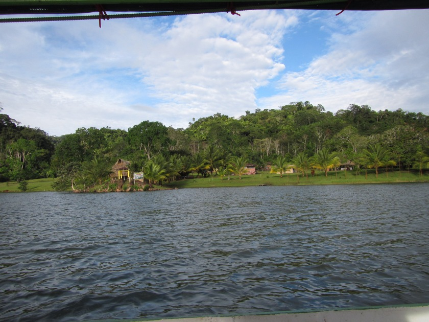 Surcando la Laguna Azul. Foto. Pinto